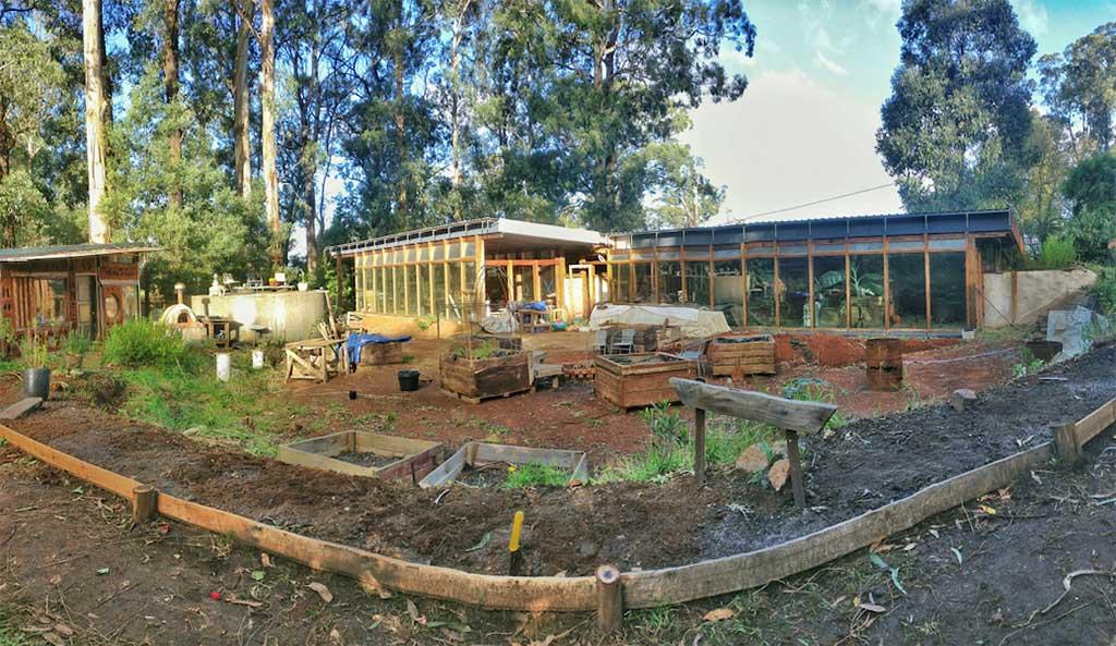 Offgrid earthship homes